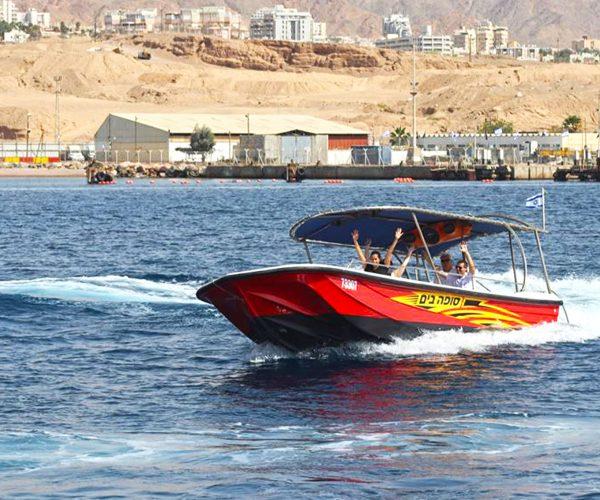 ישראל ים אילת סופה שייט בסירה מהירה